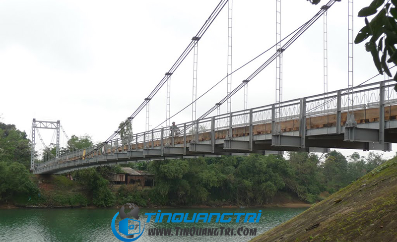 Cầu treo sông Hiếu