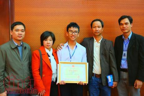 Cậu bé lớp 11 đạt giải nhất cuộc thi khoa học kỹ thuật quốc gia