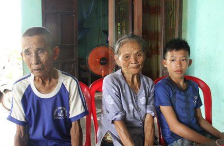 Xót xa nữ sinh Vĩnh Linh 18 tuổi mồ côi bố mẹ nguy kịch vì bệnh lupus ban đỏ